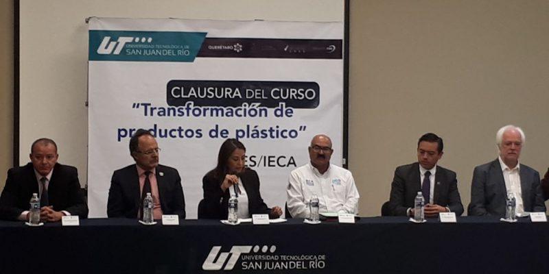 Promueve IECA capacitacion en Plásticos impartida por un experto del SES de Alemania