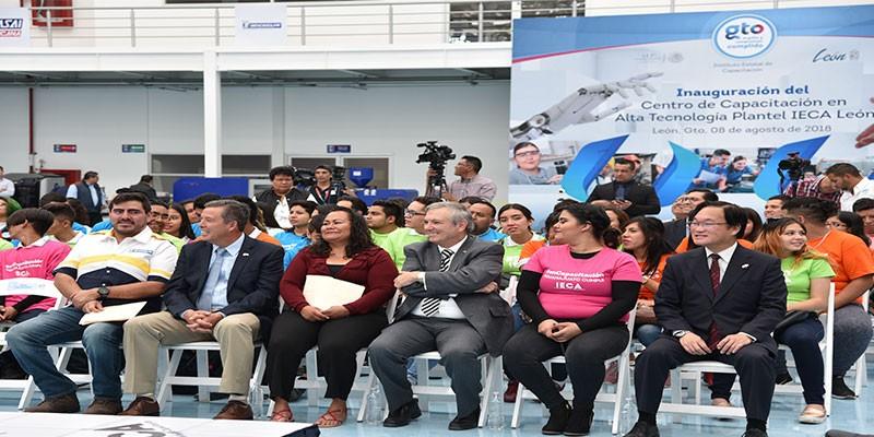 Inaguran Centro de Capacitación de Alta Tecnologia Plantel IECA León