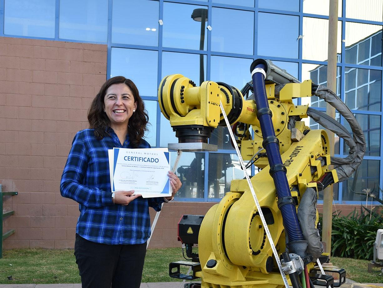 Entrega la GM dos robots Fanuc en donación al IECA para capacitación