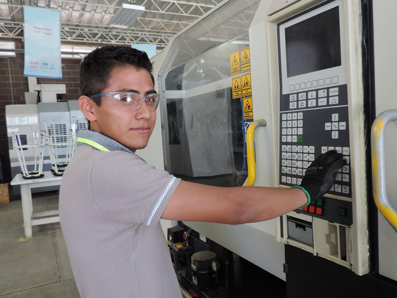 Construye IECA máquinas de mini CNC didácticos para dar capacitación