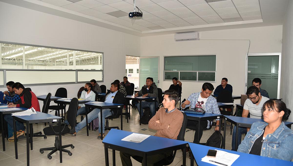 IECA y YouthBuild preparan a 100 jóvenes en Preparatoria Abierta